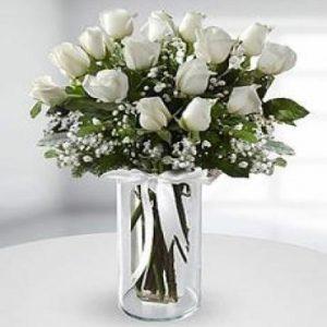 gül cam vazoda beyaz